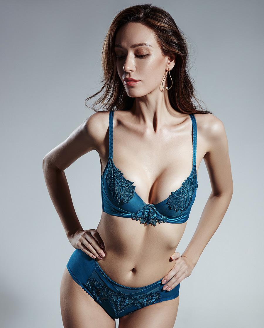 La Clover文胸|兰卡文暗香明眸3/4薄杯文胸LC13NB
