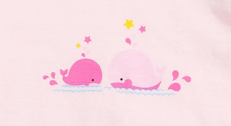 活泼欢乐的小鲸鱼图案,萌趣横生,突显宝宝可爱天真的一面.