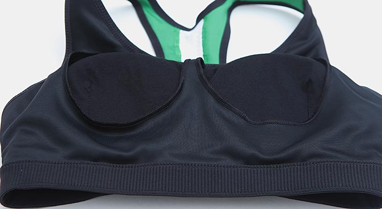 圆形领口,弧度自然,展现锁骨线条,舒适合体.